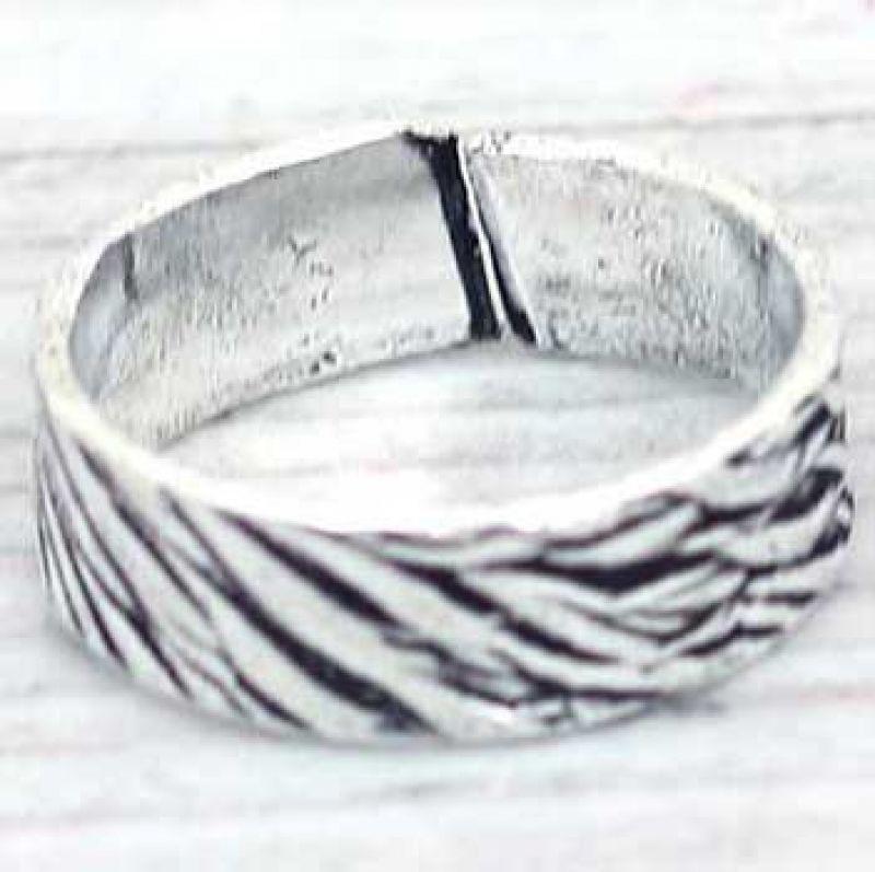 Δακτυλίδι βέργα ανάγλυφη