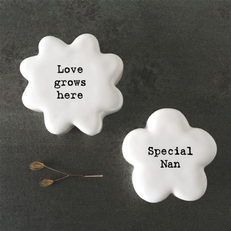 Βότσαλο λουλούδι-Love grows here